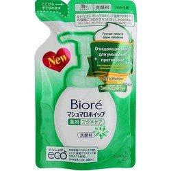 Очищающий мусс для умывания против акне, запасной блок, 130 мл - BioreТоники и очищающие средства<br>Запасной блок для дозатора с муссом. Эффективно очищает поры, предотвращает акне и закупорку пор. Очищает макияж и пыль, имеет нежный запах зеленых цветов.<br>